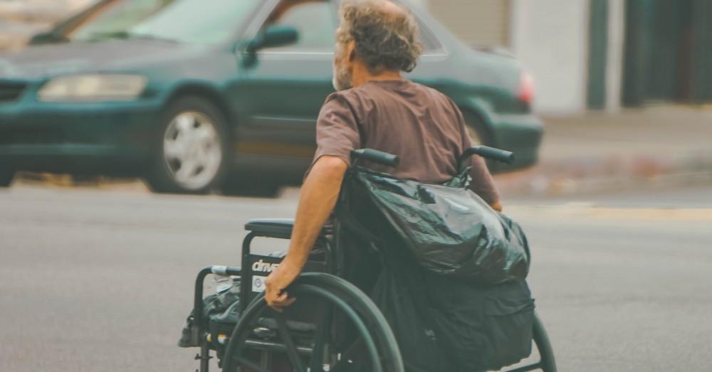 Ein Rollstuhl der Treppen steigen kann